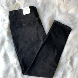 High Rise Jegging Jeans in Black